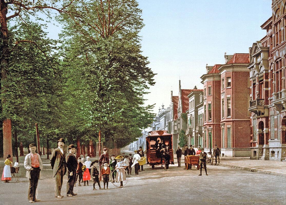De Maliebaan rond 1900 in een ingekleurde foto. Foto: archief Van Maarsseveen