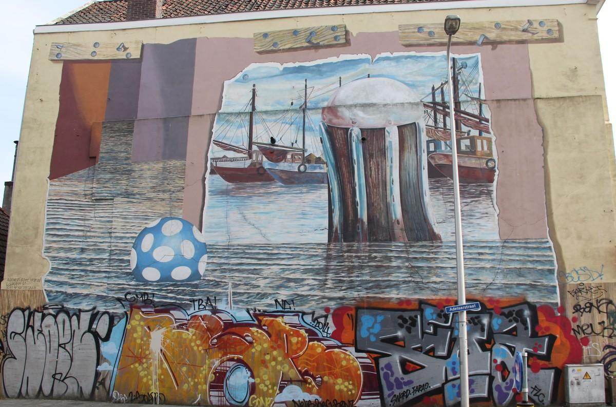 De muurschildering Ducdalf met schepen in de Adelaarstraat. Foto: W. Geijssen