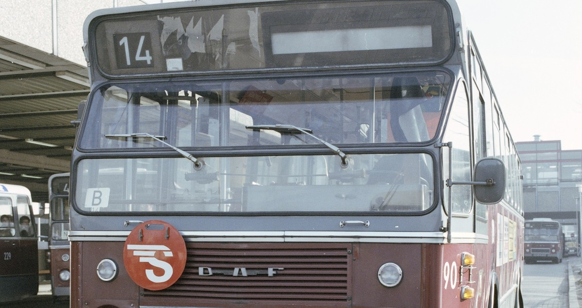 Snelbus 14 op het Stationsplein in 1979. Foto: het Utrechts Archief
