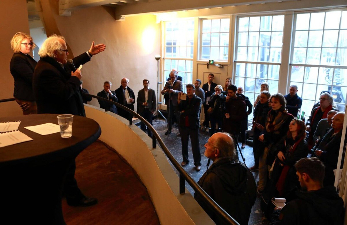 Jos Stelling en Suzan te Brake presenteren plannen voor nieuw filmtheater. Foto: Ton van den Berg