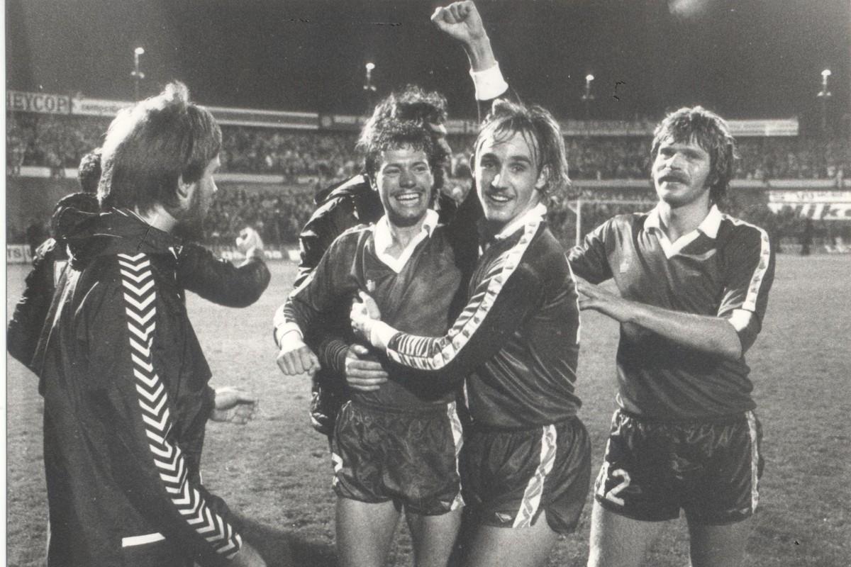 Ton de Kruijk, de Wijkagent, blij met zijn goal tegen Dynamo. Foto: FCUtrechtarchief