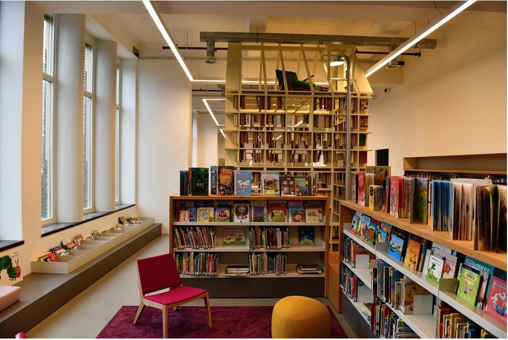 Een van de ruimtes in de nieuwe bieb Neude. Foto's Rob van der Lingen